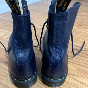 NEW WITHOUT TAGS DR MARTEN BOOTS, DARK BLUE